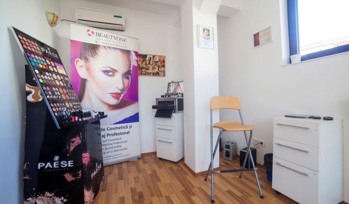 Intre tutorialele de pe internet si un curs de make-up complet