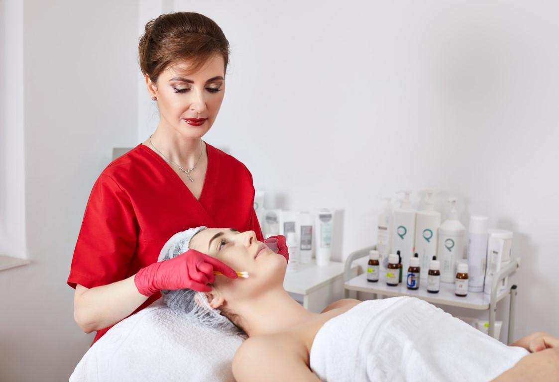 dr. Manuela Ravescu, medic dermatolog
