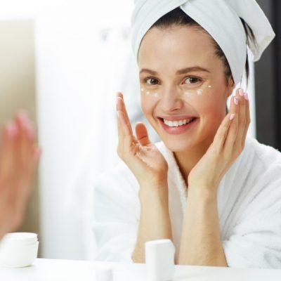 Crema de zi si/sau crema de noapte: cum alegi cel mai bun produs pentru tine