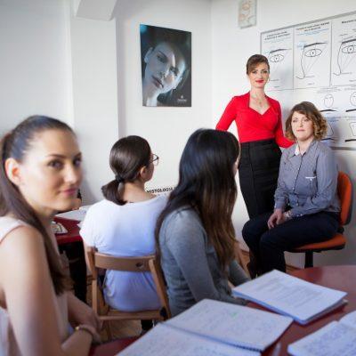 Importanta cursurilor de specializare pentru o cosmeticiana