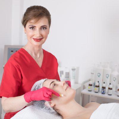 Terapii faciale pentru primavara: ce trebuie sa stie o cosmeticiana