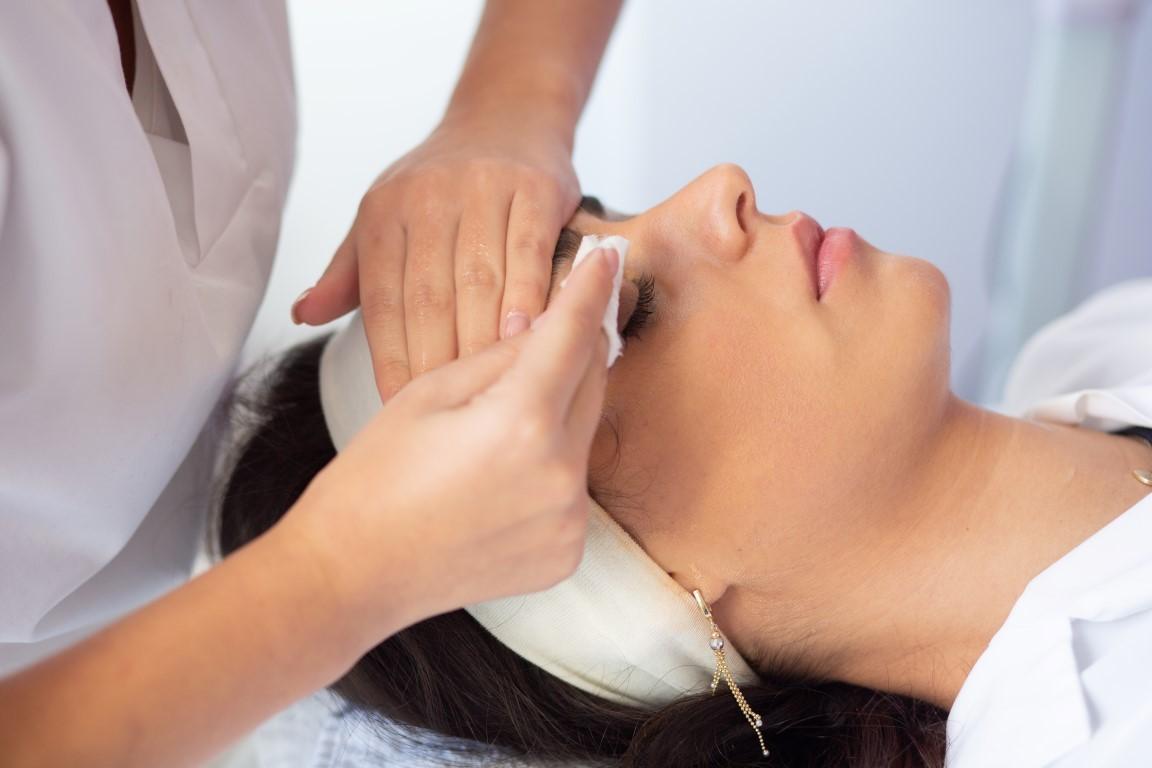 reconversie profesională curs premium cosmetică
